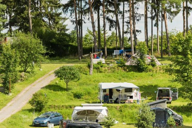 Terassenplätze für Wohnwagen und Mobile
