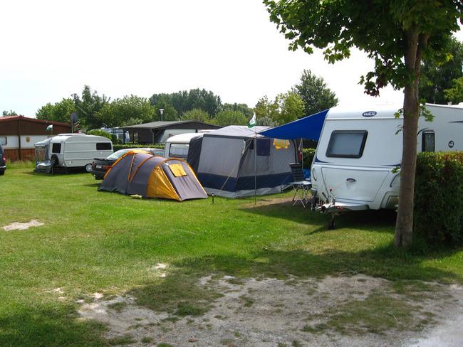 Stellplätze für Zelte und Wohnwagen