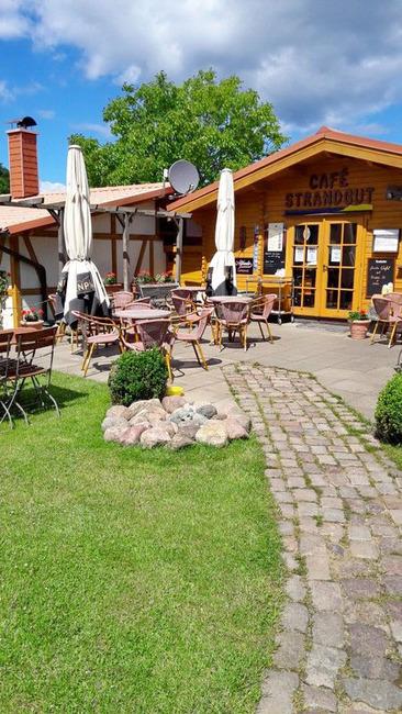 Café und Terrasse