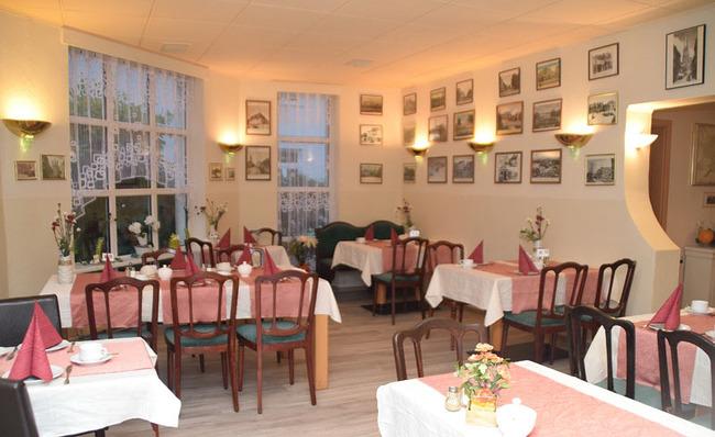 Restaurant mit Gastraum in gemütlicher Atmosphäre