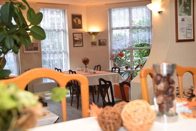 Restaurant mit gemütlichem, lichtdurchflutetem Gastraum