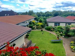 Ferienhäuser Pardun - Blick auf den liebevoll angelegten Garten zum Entspannen