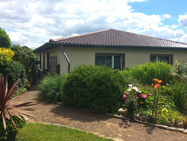 Ferienhaus 1 mit zwei Ferienwohnungen und schön angelegtem Garten
