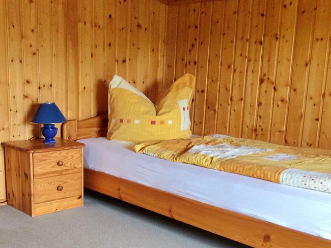 Ferienwohnung 2 - Schlafzimmer im Alkoven mit zwei Einzelbetten