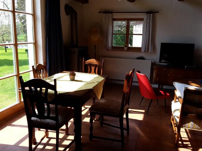Bauernhäuschen - Wohnbereich mit Esstisch