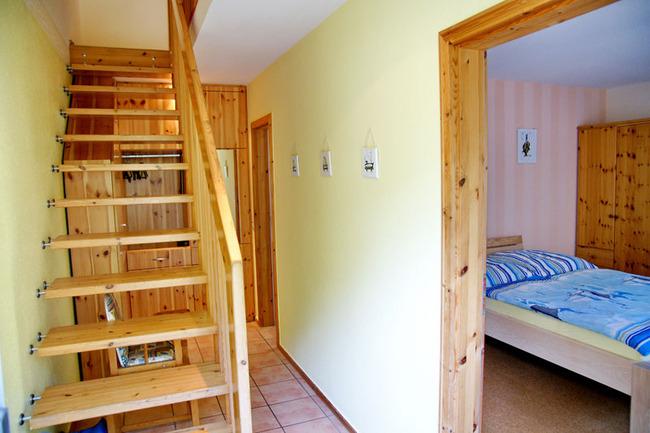 Flur und Schlafzimmer im Erdgeschoss