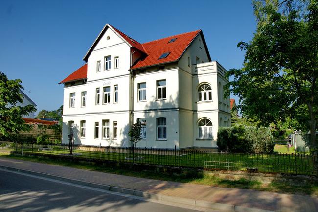 Haupthaus an der Straße