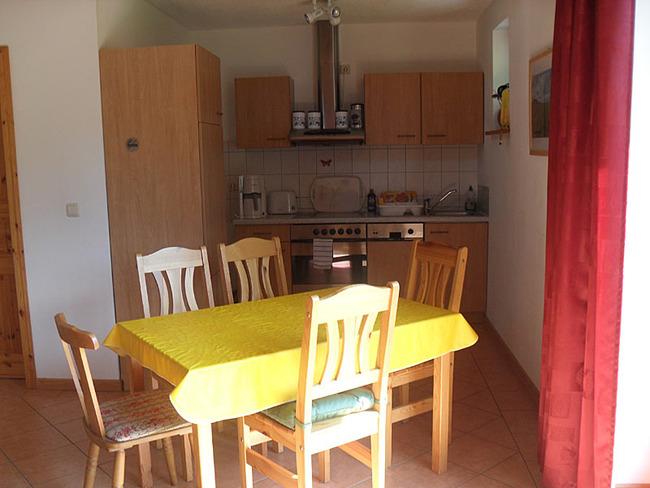 Ferienhaus Wiebke - Küche mit Esstisch