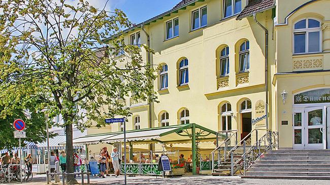 Hotel Dünenschloß mit Terrasse