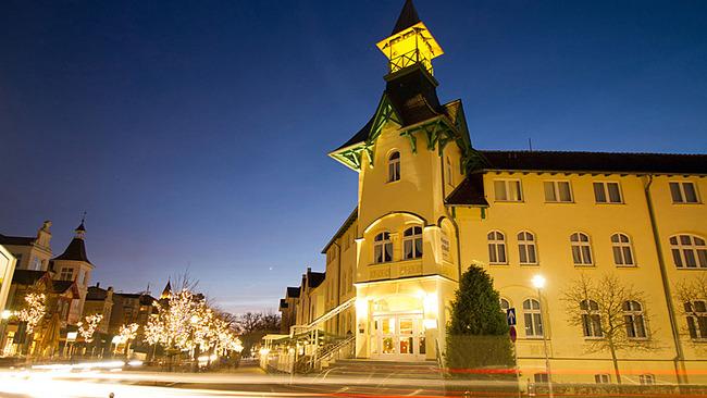 Hotel Dünenschloß am Abend
