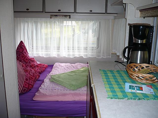 Schlafplatz im großen Wohnwagen