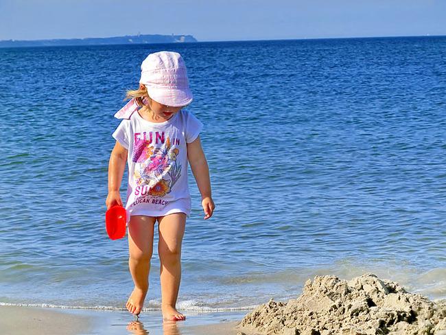 Mädchen am Ostseestrand
