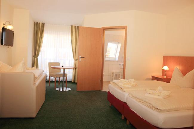 Doppelzimmer zur Landseite mit Aufbettung