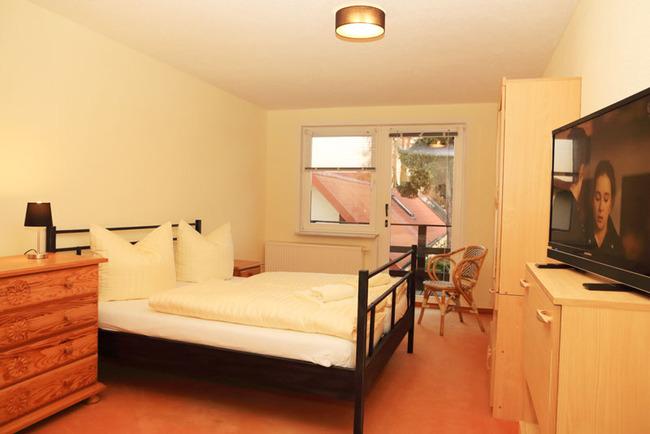 Appartement: Schlafzimmer mit TV