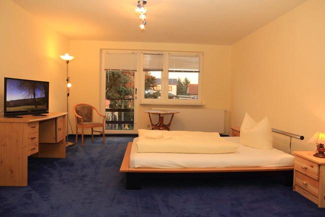 Appartement: Schlafzimmer mit Balkon