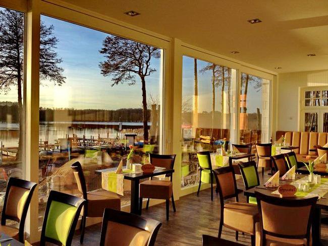 Restaurant mit Blick auf den Mirower See