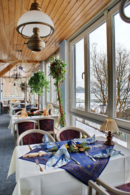 Restaurant mit winterlicher Dekoration