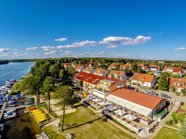 Luftbild auf den See und dem Hotel