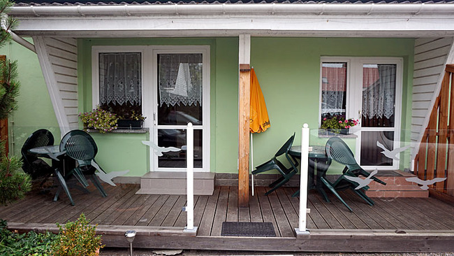 Appartement 1 - Terrasse mit Gartenmöbel