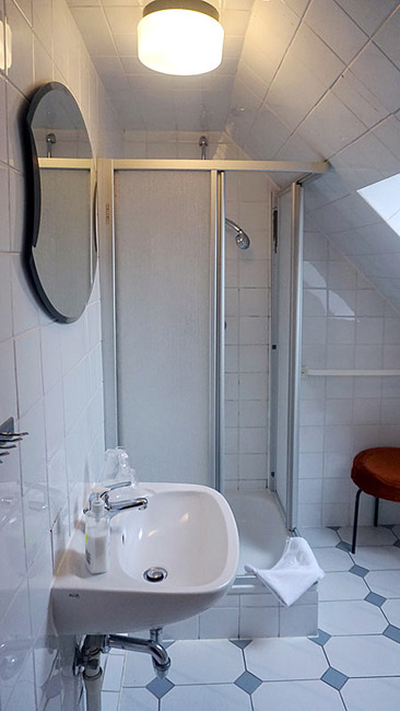 Zimmer 1 - Bad mit Dusche