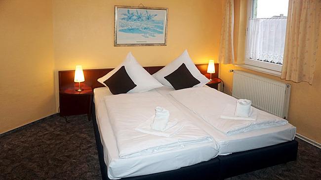 Zimmer 5 mit Doppelbett