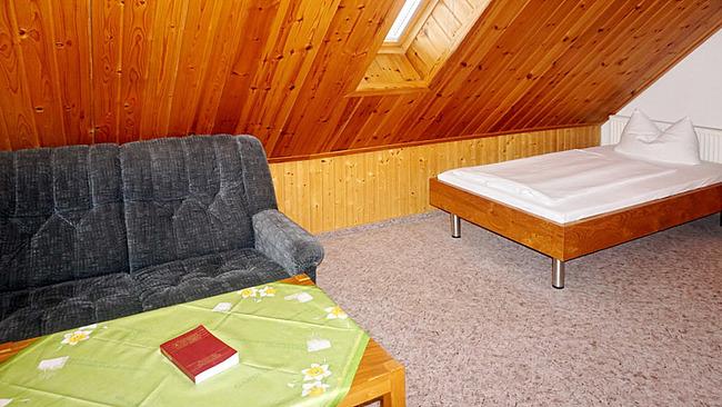 Ferienhaus mit Schlafraum im Dachgeschoss
