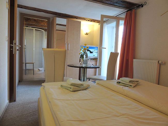 Doppelzimmer 2 Bett und Sitzecke