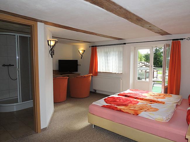 Doppelzimmer 6 mit Sitzecke