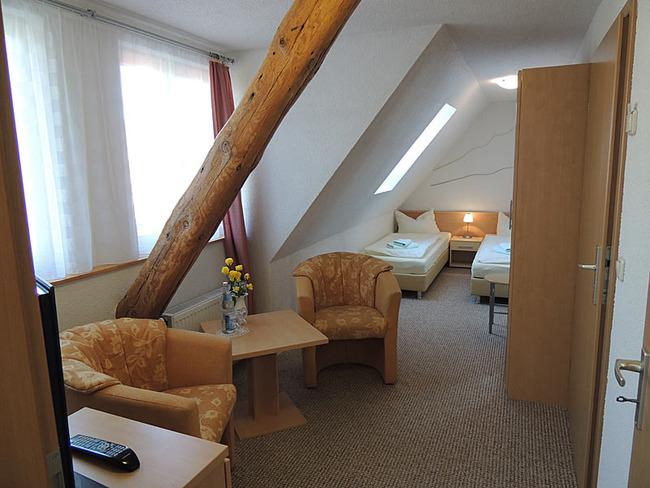 Doppelzimmer 9 mit Sitzecke