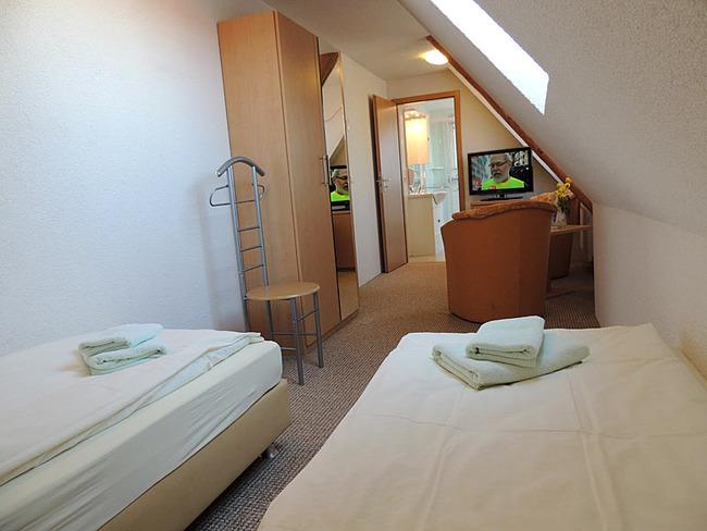 Doppelzimmer 9 mit zwei Einzelbetten