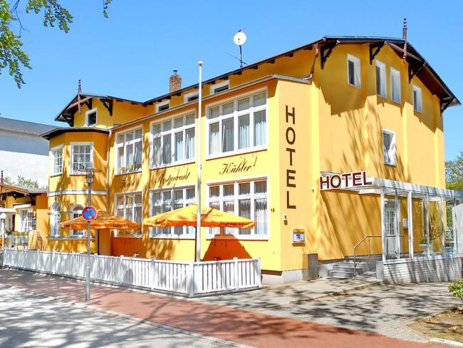 Blick auf das Hotel mit der Sommerterrasse