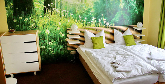 Doppelbettzimmer in grün-gelb Tönen