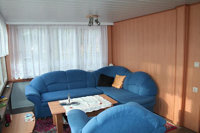 Mobilheim - Wohnraum mit Couchecke