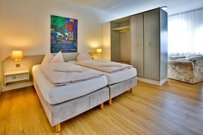 Appartement_icon Appartement mit Bett und großen Schrank