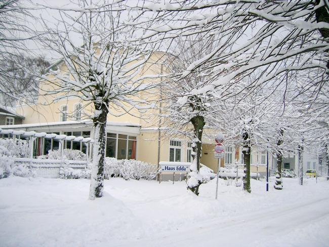 Winteransicht der Villa