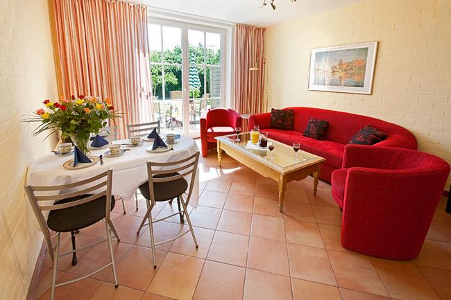 Ferienwohnung für 4 Personen: Wohnraum mit Kochzeile