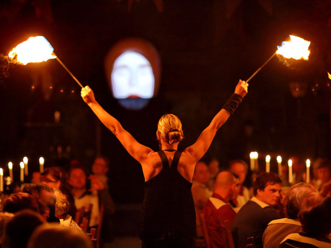Feuershow und Erlebnisgastronomie