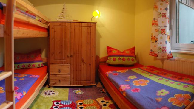 Kinderzimmer mit 3 Betten