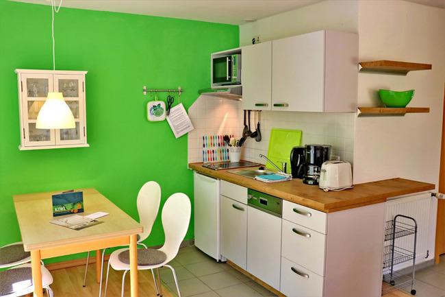 Küche und Esstisch für 4 Personen
