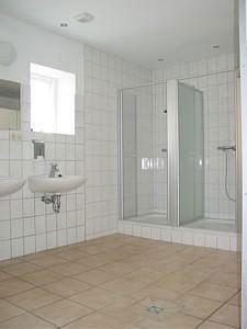 großer Waschraum