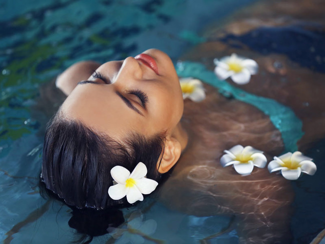 Frau im Schwimmbad der Bade- & Wellnesslandschaft Poseidon