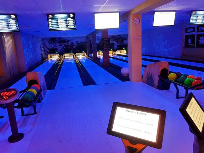 Blaulicht-Bowling im Speedy Bowling