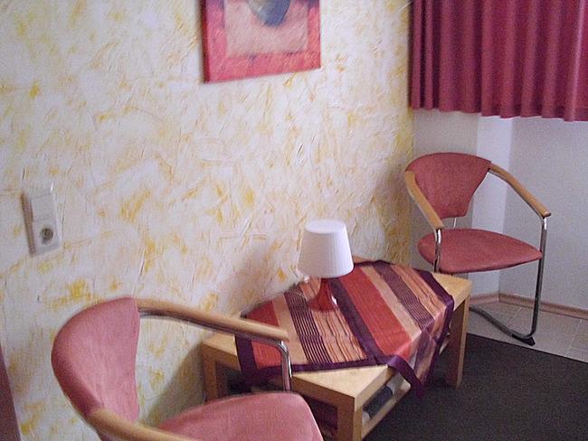 Fewo 1 - Schlafzimmer mit Sitzecke
