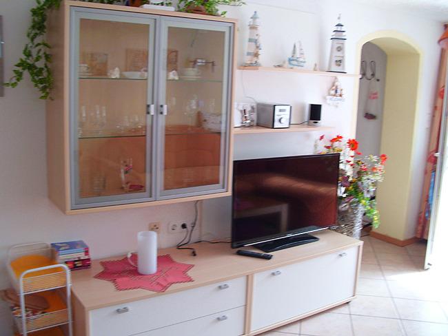 Fewo 2 - modern möblierter Wohnraum mit TV