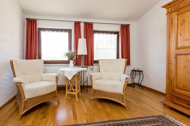 Sessel im Doppelzimmer 15