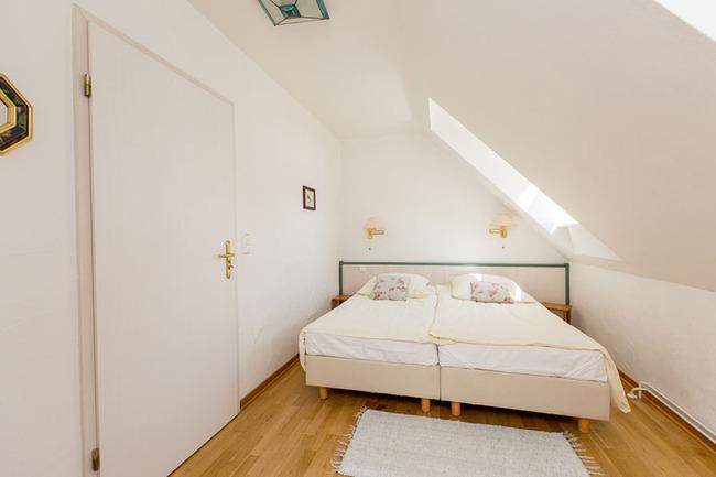 Appartement 6 - Eltern-Schlafzimmer mit Doppelbett