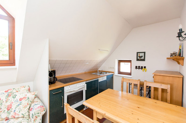 Appartement 5 - Küchenzeile und Esstisch