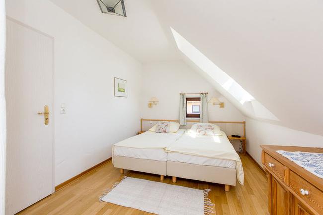 Appartement 5 - Schlafzimmer mit großem Doppelbett