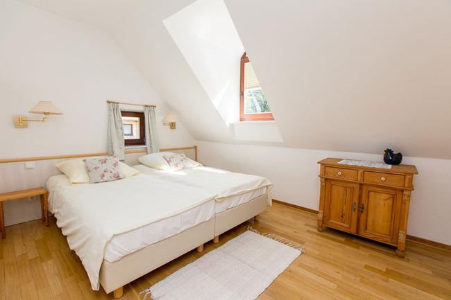 Appartement 5 - Schlafzimmer mit Doppelbett