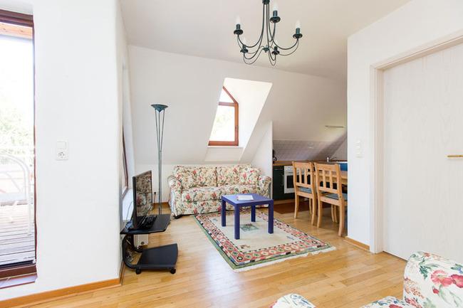 Appartement 5 - Wohnbereich mit Küchenzeile